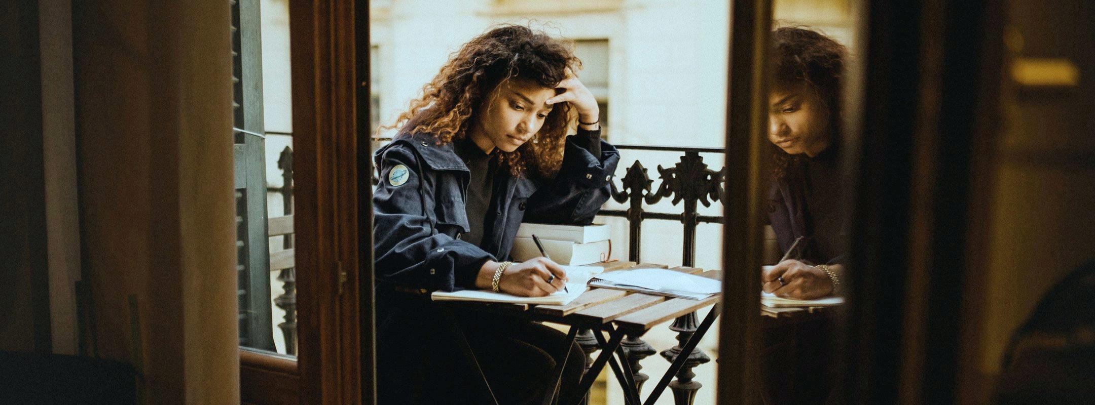 Wie du die erste Hürde deines Jurastudiums meisterst! TalentRocket erklärt.