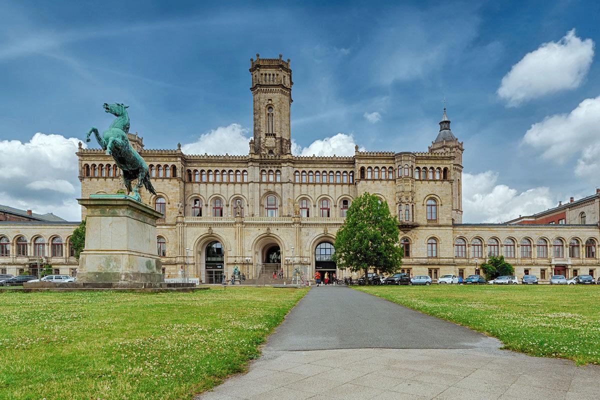Zwei Juristen bringen in Hannover das Steuerrecht und die Studenten zusammen