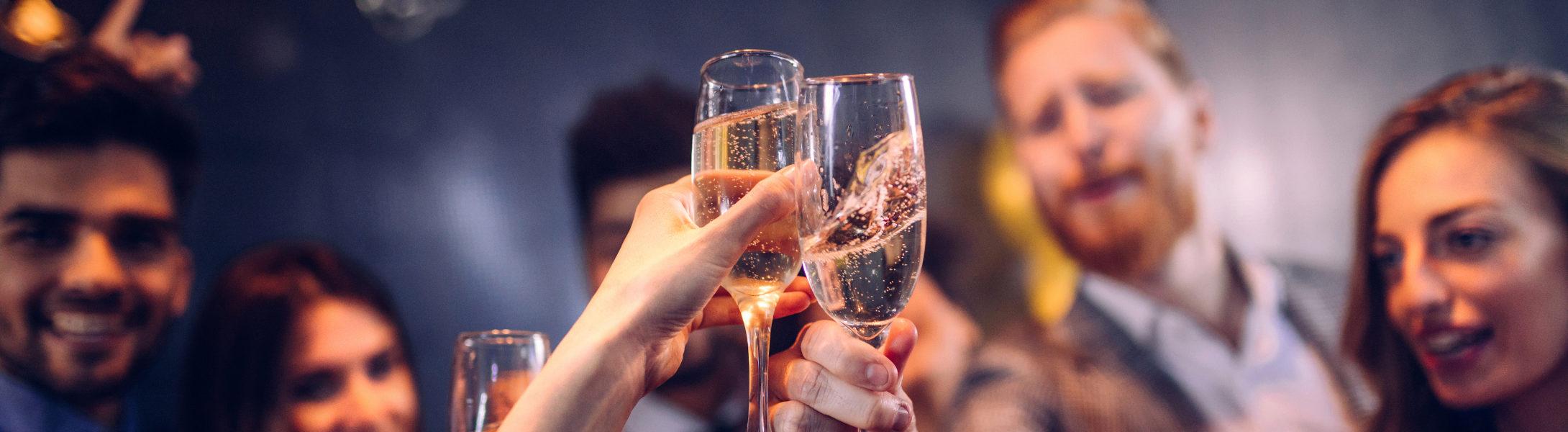 Juristen feiern eine Party